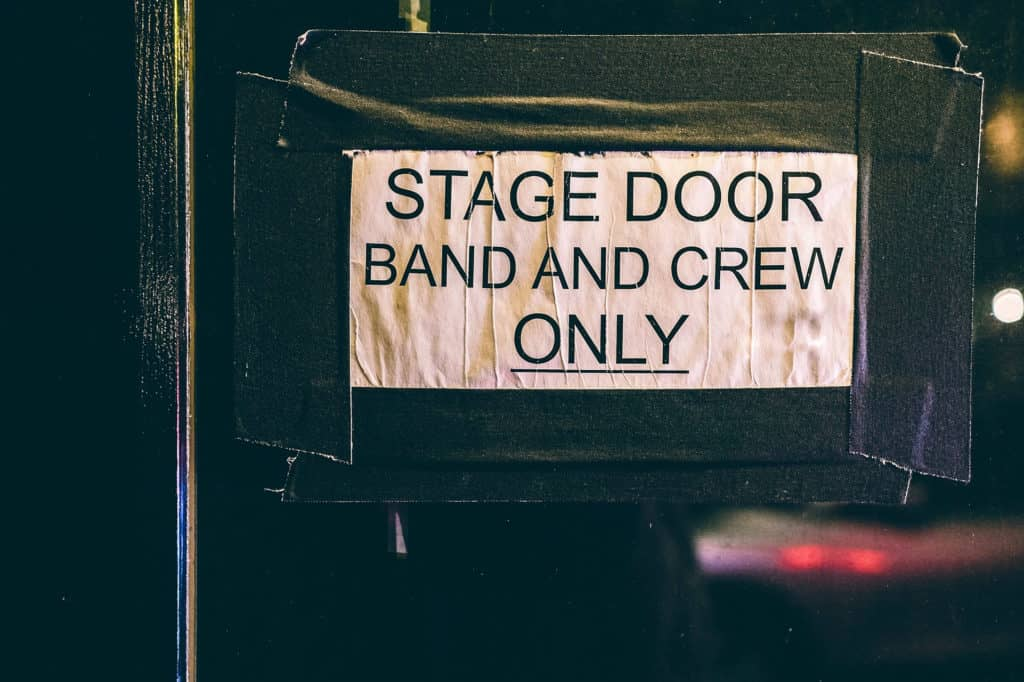 Porte d'accès à la scène des intermittents du spectacle